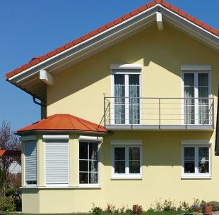 Gelbes Haus Vorbauelemente